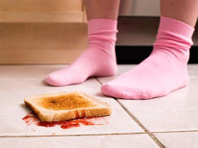 Mitos Dibalik Ungkapan 'Belum 5 Detik' Pada Makanan yang Jatuh ke Lantai