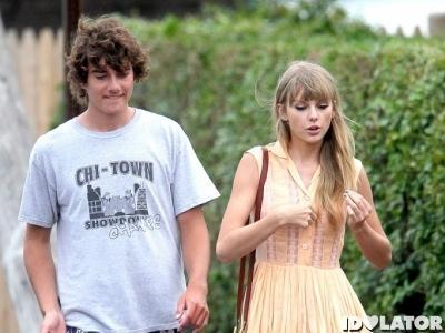 Taylor Swift PD Kenalkan Pacar Ke Keluarga