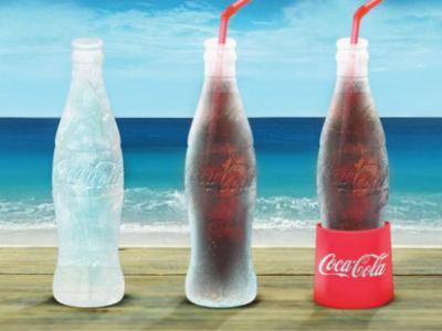 Wow, Botol Coca Cola Ini Seluruhnya Terbuat Dari Es Batu!