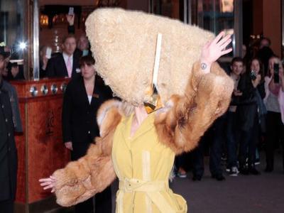Promosi di Berlin, Lady Gaga Kembali Bikin Heboh dengan Kostumnya!
