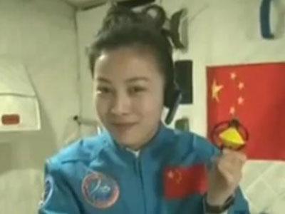 Dari Luar Angkasa Astronot China Mengajar