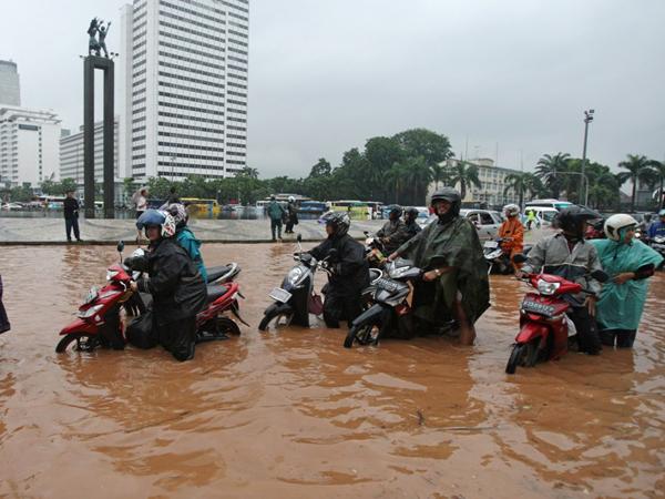 Polda Metro Bolehkan Motor Masuk Jalan Tol Saat Jakarta Banjir