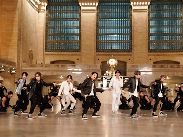 BTS Tampil Spektakuler Bawakan Lagu 'ON' Pertama Kalinya di Grand Central Terminal