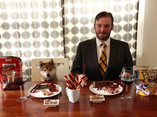 Dibayar 31 Juta Sebulan, Pria Ini Bekerja Sebagai Pencicip Makanan Anjing Profesional!