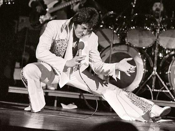 Elvis Presley Tetap Abadi di 40 Tahun Kematiannya