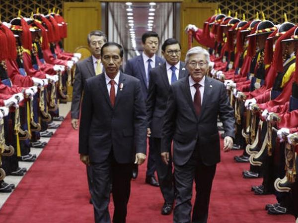 Kaget Disambut Ribuan Orang, Ini Yang Bikin #JokowiDiKorea Jadi Trending Topic