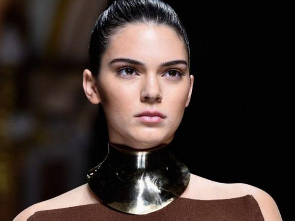 Duh, Kendall Jenner Hampir Alami Kecelakaan Mobil di Milan