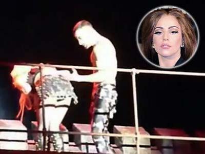 Kini Giliran Lady Gaga yang Muntah Diatas Panggung