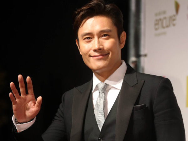 Wow, Lee Byung Hun Jadi Aktor Korea Pertama yang Berikan Piala Oscar!