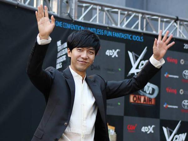 Bungkukkan Badan Pada Fans di Kursi Roda, Lee Seung Gi Tuai Banyak Pujian