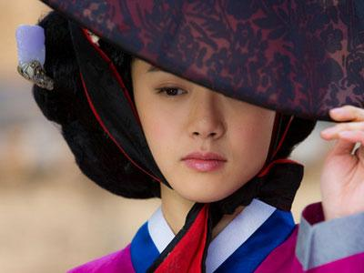 Demi Drama Baru Moon Geun Young Ikuti Les Membuat Keramik