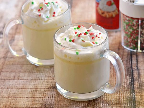 Hangatkan Diri di Musim Hujan dengan Cobain Resep Simpel White Hot Chocolate