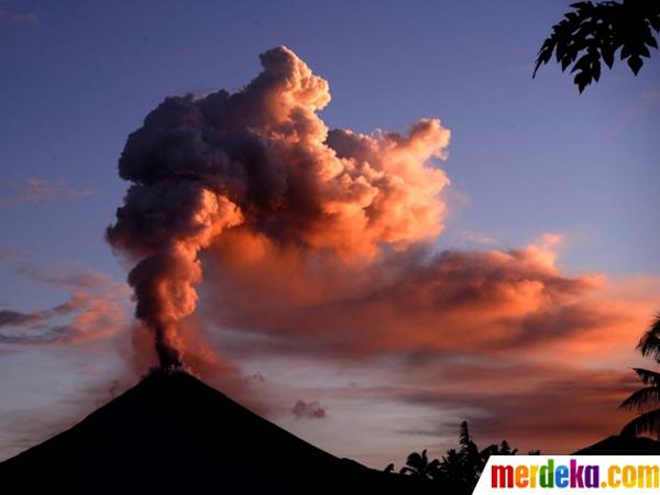 Gunung Soputan Meletus, Keluarkan Abu Vulkanik Setinggi 2 Kilometer