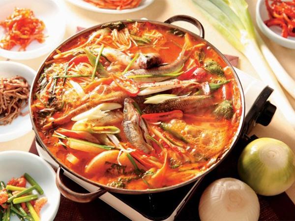 Hangatkan Diri di Tengah Musim Dingin Korea Sambil Menyantap Semangkuk Sup Ikan Pedas, Maeuntang
