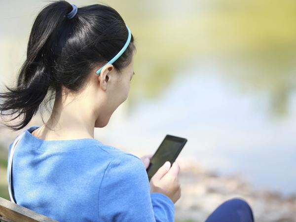 Tindakan Sederhana Ini Bisa Cegah Sakit Leher Akibat Terlalu Lama Pakai Gadget