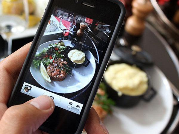 Yuk Simak Tips Mudah Dapatkan Hasil Foto Terbaik di Restoran dengan Menggunakan Handphone