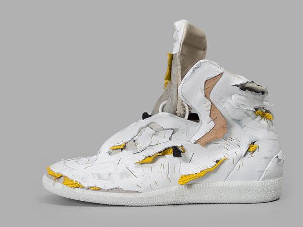 Wah, Sneakers Sobek-sobek Ini Ternyata Seharga Motor Matic!