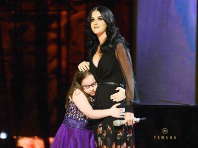 Duet 'Fireworks' dengan Anak Penderita Autis, Katy Perry Terharu