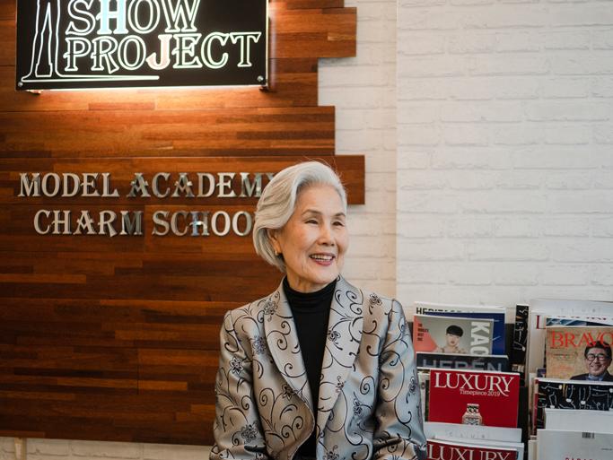 Baru Debut, Wanita Ini Menjadi Model Tertua Di Seoul Fashion Week!
