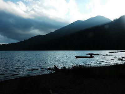 Liburan di Danau Vulkanik Tertinggi Indonesia