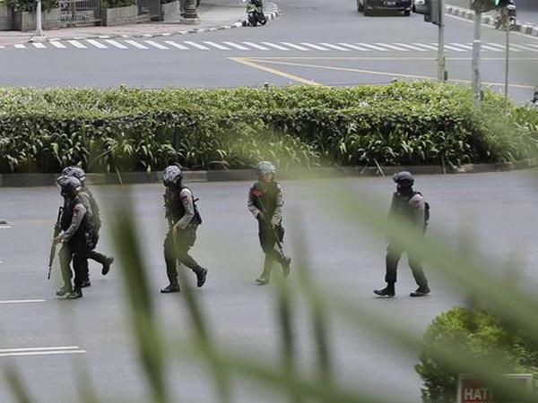 Pelaku Terekam CCTV, Kardus Diduga Berisi Bom Ditemukan di Dekat Bundaran HI