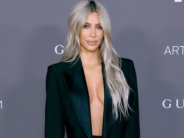 Seperti Kendall Jenner, Kim Kardashian 'Pede' Pakai Baju Transparan!
