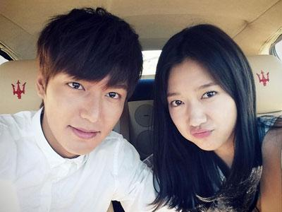 Goda Fans The Heirs, Park Shin Hye Tunjukan Foto Akrabnya Dengan Lee Min Ho