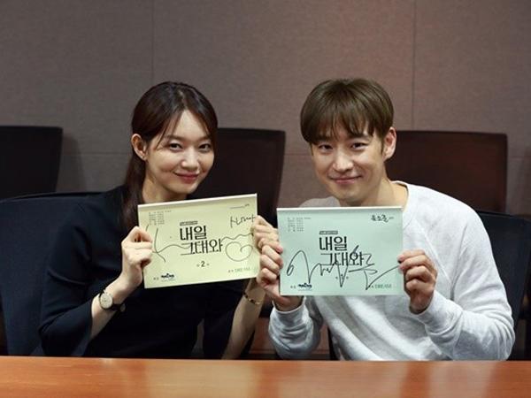 Jadi 'Suami-Istri', Shin Min Ah dan Lee Jae Hoon Serius di Diskusi Naskah 'Tomorrow With You'
