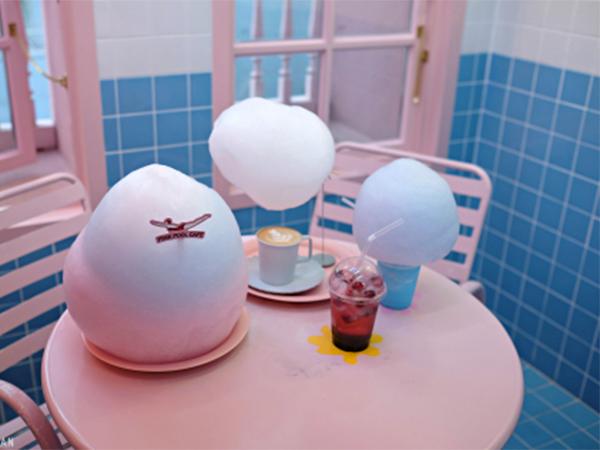 Manjakan Diri di Kafe Cantik Bernuansa Kolam Renang Sambil Belanja, Stylenanda Pink Pool Caf?