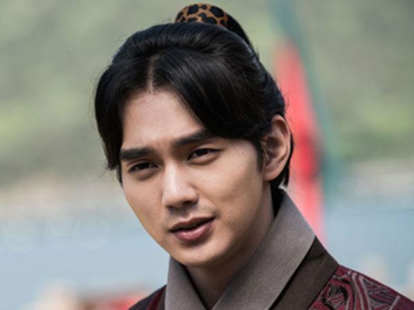 Perubahan Ini Buat Yoo Seung Ho Ambil Cuti Sehari dari Syuting 'Ruler: Master of the Mask'