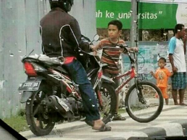 Berani Lawan Pemotor yang Menaiki Trotoar, Bocah Kelas 4 SD Asal Semarang Ini Tuai Pujian
