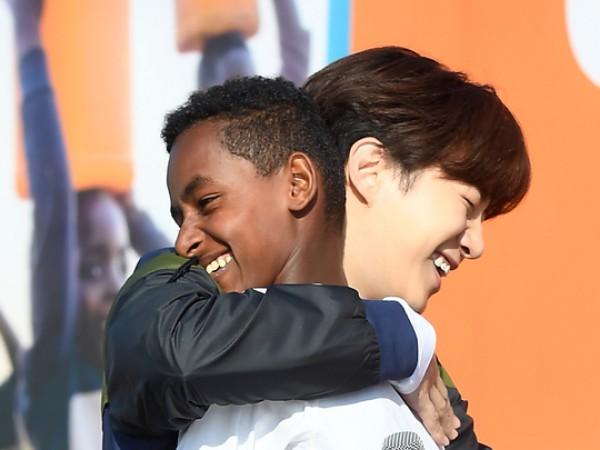 6 Tahun LDR, Intip Momen Manis Pertemuan Junho 2PM dengan Anak Asuhnya dari Ethiopia