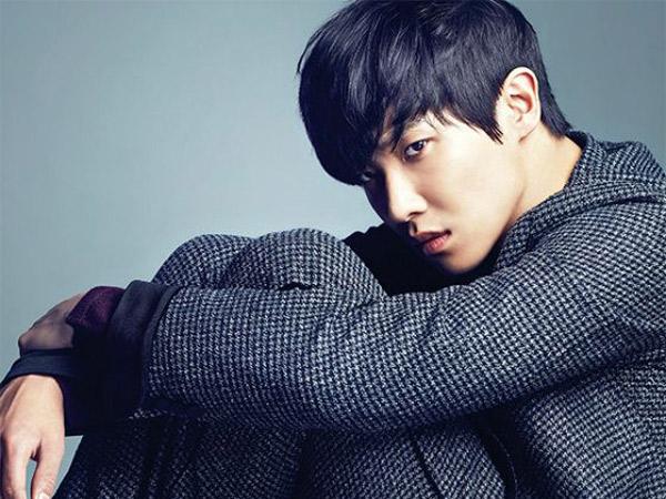 Lee Joon Perlihatkan Dua Karakter Berbeda Dalam Foto Teaser Film 'Lucky'