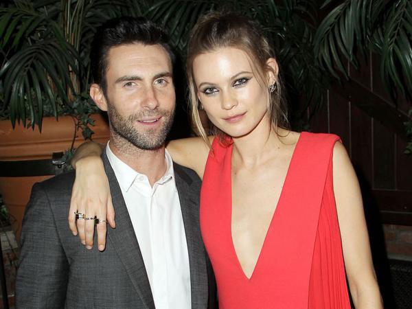 Diberi Hadiah Super Romantis, Behati Prinsloo Sebut Adam Levine Suami Terbaik
