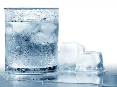 Apa Efek Samping Minum Air Dingin Setelah Makan?
