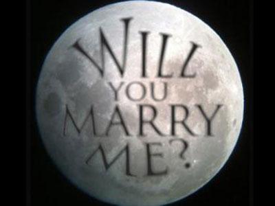 Astronom Tulis Lamaran Kekasihnya di Bulan
