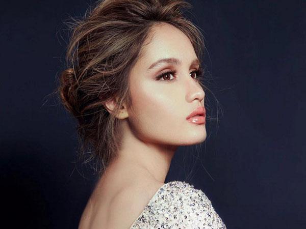 Punya Wajah Cantik dan Bibir Sensual, Cinta Laura Mirip Artis Hollywood