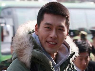 Ribuan Fans Siap Sambut Hyun Bin Keluar dari Wamil