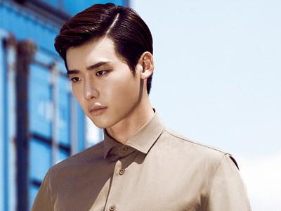 Lee Jong Suk Pamerkan Absnya Untuk 'Doctor Stranger' !