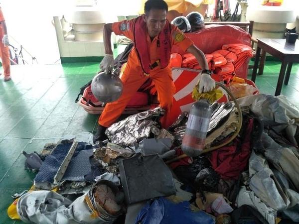 Puing-puing dan Potongan Tubuh Korban Pesawat Lion Air yang Jatuh Ditemukan