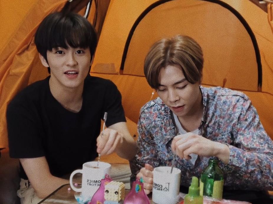 Kemah di Rumah Ala Johnny dan Mark NCT Juga Bisa Jadi Alternatif Liburan