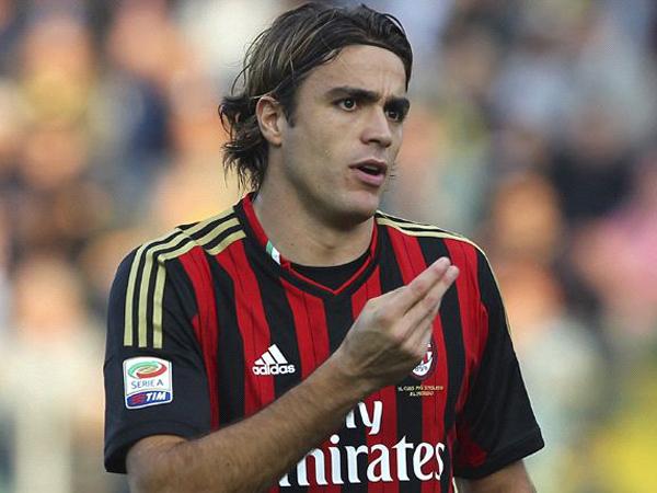 Hanya Bermain Selama 5 Detik, Pemain AC Milan Ini Ditertawai Pemain Lain