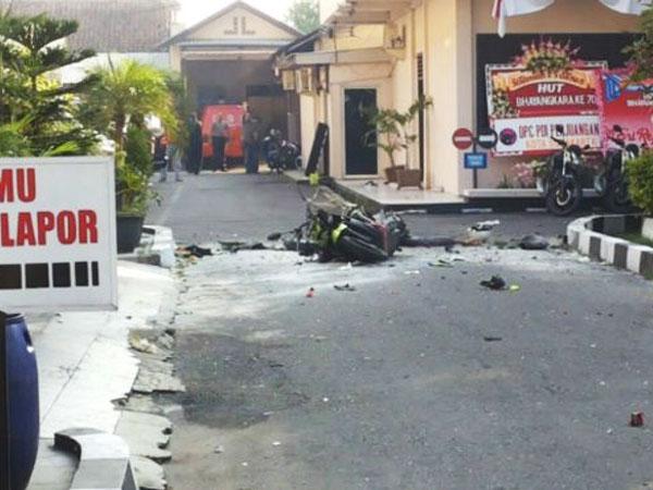 Serangan Bom Bunuh Diri Terjadi di Polresta Solo, Pelaku Diduga Terkait Insiden Bom Thamrin