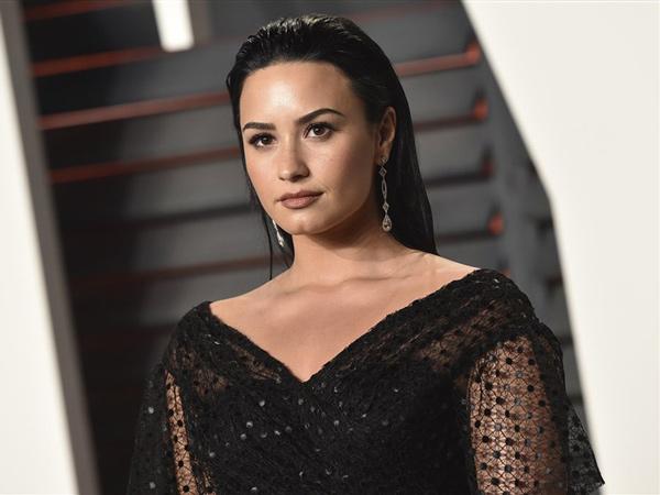 Dihujat karena Meme, Demi Lovato Hapus Akun Twitter!