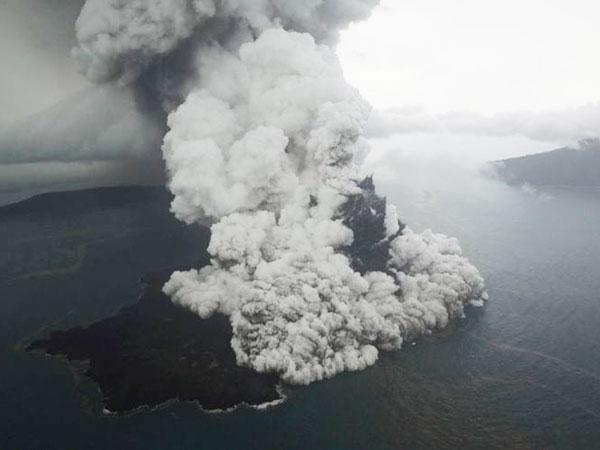 BNPB Beberkan Soal Gunung Anak Krakatau yang Tak Akan Meletus Seperti Pendahulunya Tahun 1883