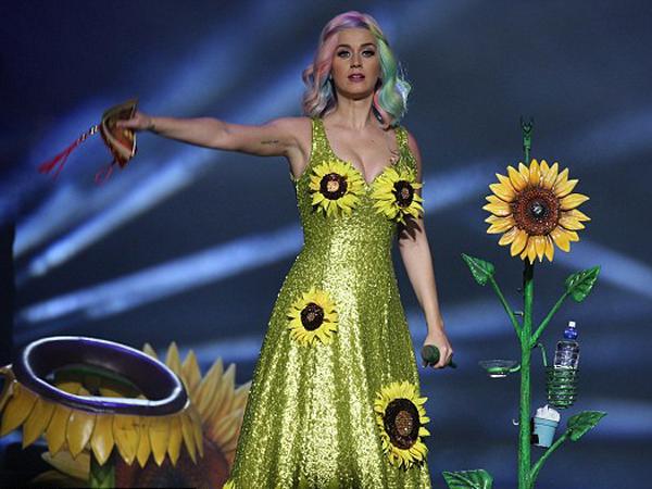 Inikah Kostum Baru Katy Perry yang akan Dipakai Saat Konser di Jakarta Nanti?