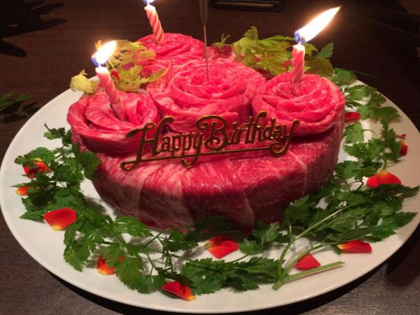 Kue Ulang Tahun dari Daging Mentah Jadi Tren Baru di Jepang, Berani Ikutan?