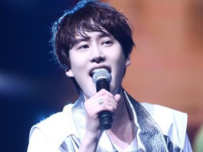 Rayakan 7 Tahun Bersama Super Junior, Kyuhyun SuJu Hadiahi Fans Selca Terbaru!