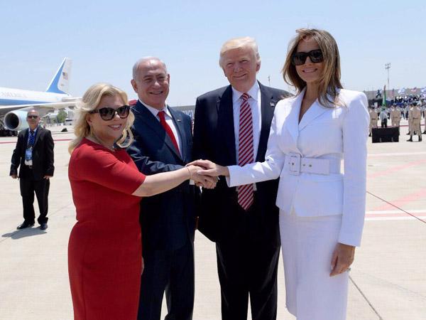 Momen Viral Melania Tepis Frontal Tangan Donald Trump di Israel