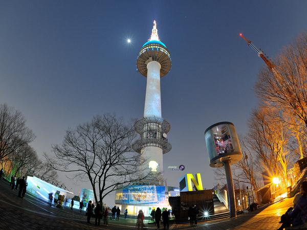 Inilah Tanda Peringatan Penuh Makna Dibalik Pergantian Warna Lampu Namsan Tower
